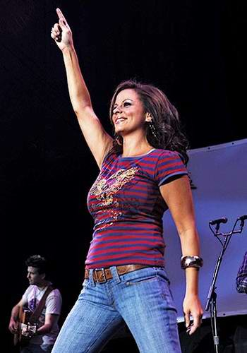 Sexy pictures of sara evans